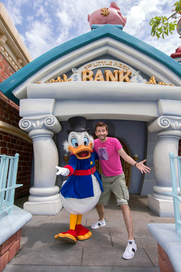 'DuckTales' Star David Tennant Visits Scrooge McDuck at Disneyland Park