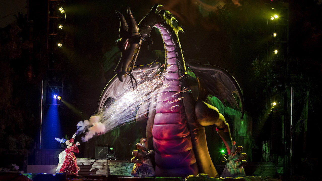 Fantasmic Is Back At Disneyland Park Disney Parks Blog
