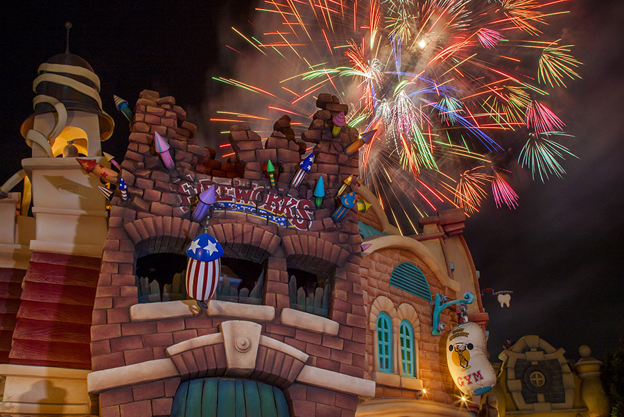 Disney Parks After Dark: 'Remember … Dreams Come True' Fireworks Spectacular From Mickey's Toontown at Disneyland Park