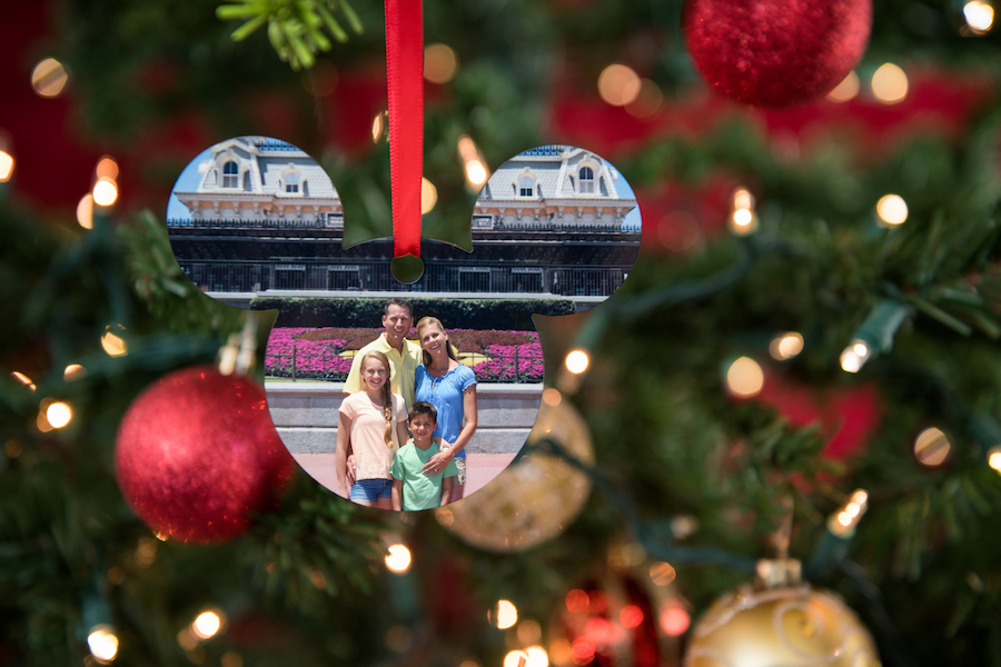 Give the Gift of Disney Memories with Disney PhotoPass Service