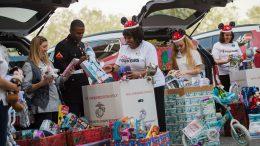 Disney Parks VoluntEARS Share the Joy This Holiday Season