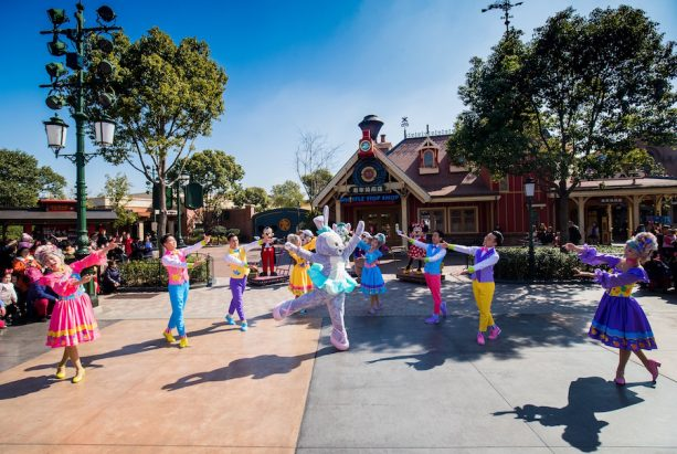 Duffy and Friends Celebrate the Arrival of StellaLou at Shanghai Disneyland Resort