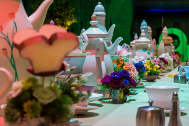 'Alice in Wonderland'-Themed Table Centerpieces