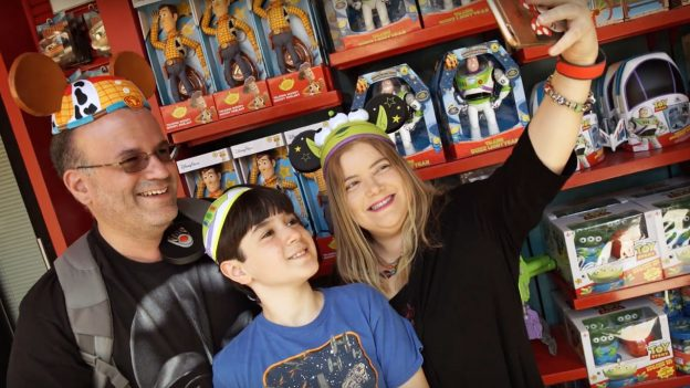 Zelma Lopez, author of the blog Yo Soy Mami, with her son and husband at Disney's Hollywood Studios