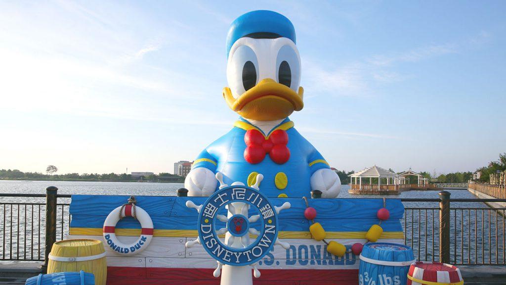 11-Meter Donald Duck at Shanghai Disney Resort