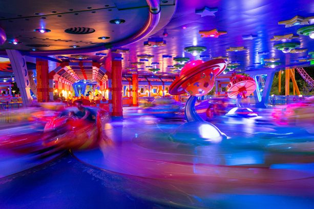 Alien Swirling Saucers Glows at Toy Story Land