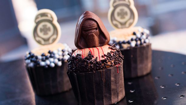 BB-9E and Kylo Ren Cupcakes at Backlot Express Disney's Hollywood Studios