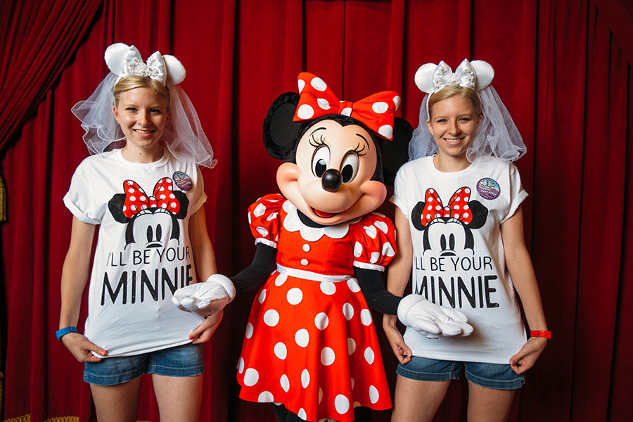 Twin sisters meet Minnie Mouse, Walt Disney World Resort