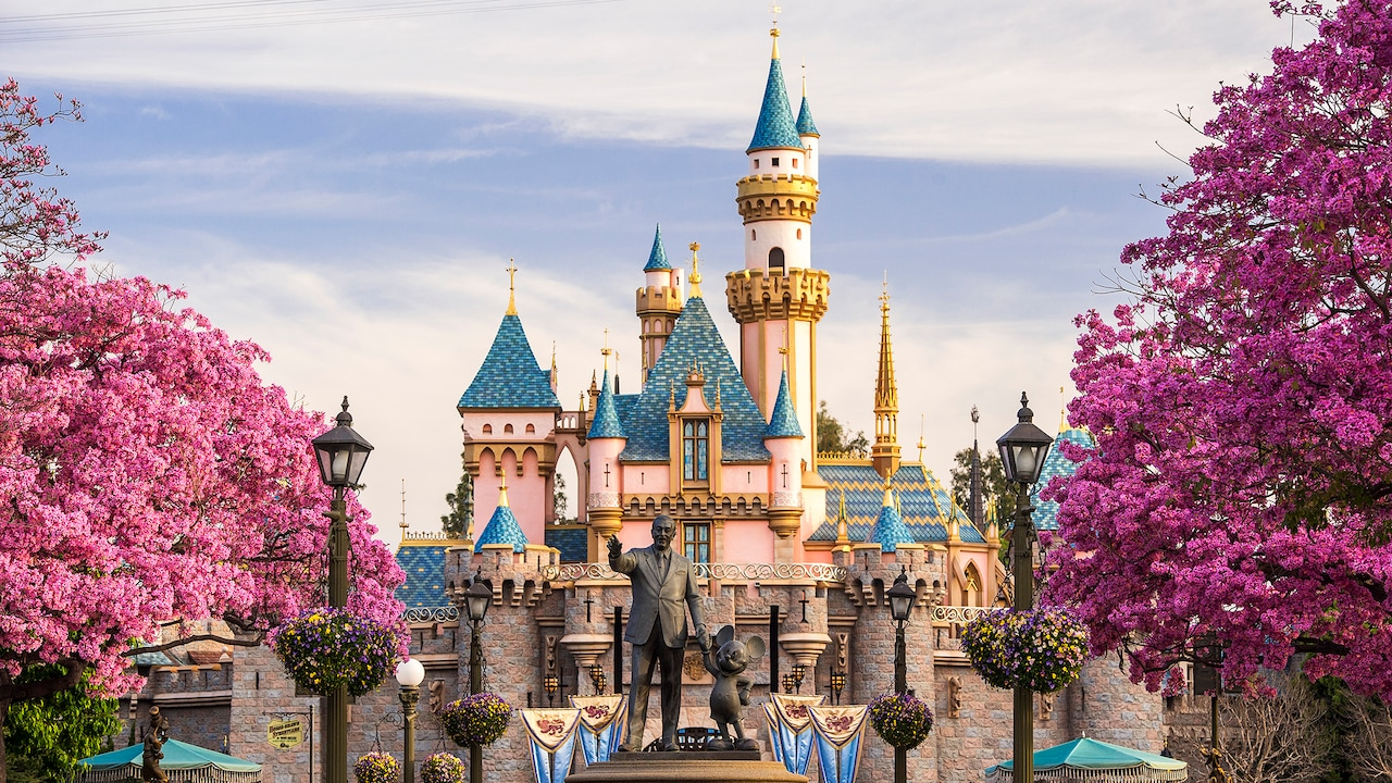 2017/2018 Disneyland Vacation Packages and Room Reservations