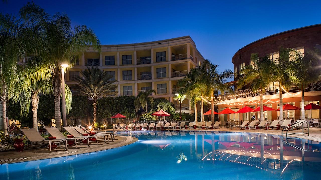 /media/hotels/melia/10_Melia-Orlando_Pool-Night.jpg