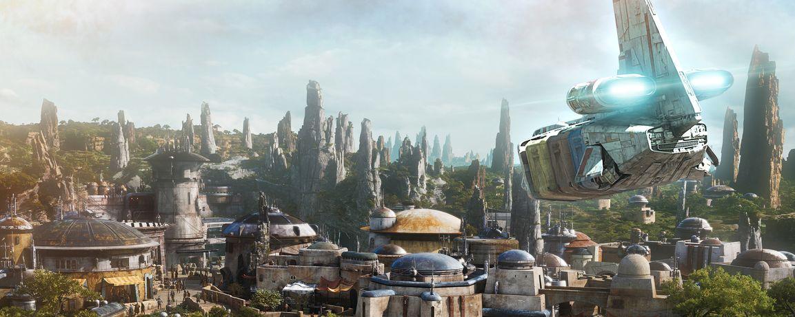 Una nave espacial entra para aterrizar en un puesto remoto en el planeta Batuu en Star Wars Galaxys Edge