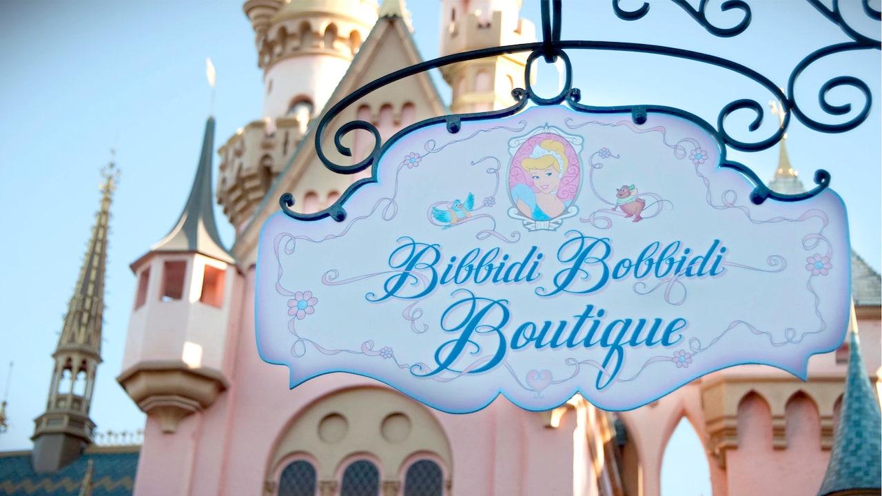 Letrero de la tienda Bibbidi Bobbidi Boutique