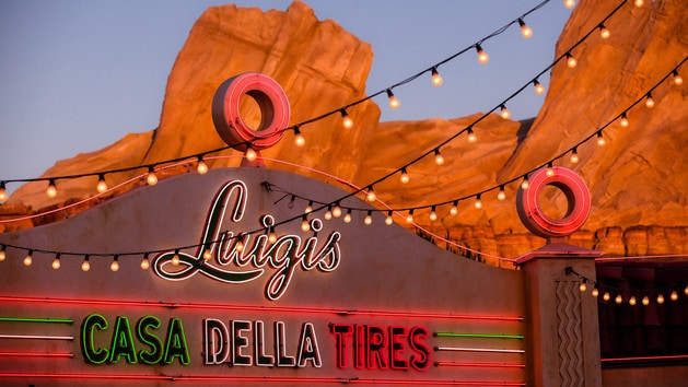 Entrada de Luigi's Rollickin Roadsters en Disney's California Adventure