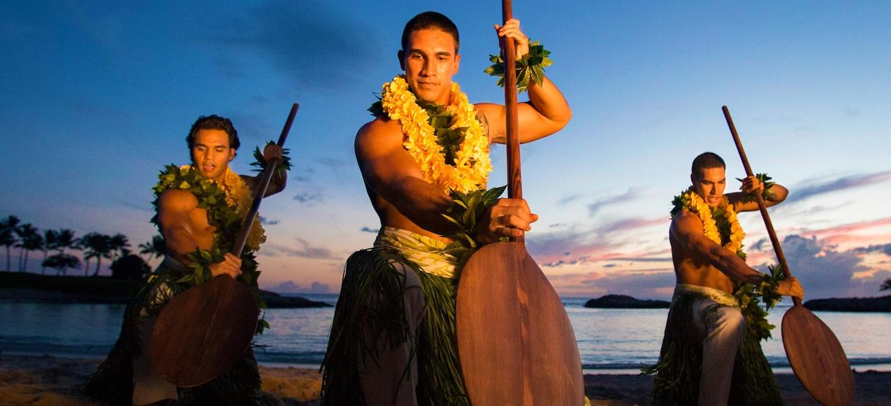 Hawaiian dancers on the beach at Aulani