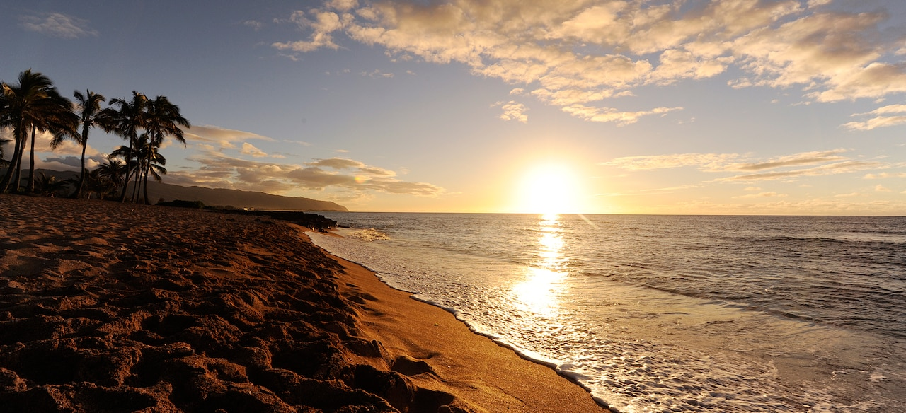 Aulani beach at sunset, where Guests can learn photography tips on our Instructor-Guided Photo Tour