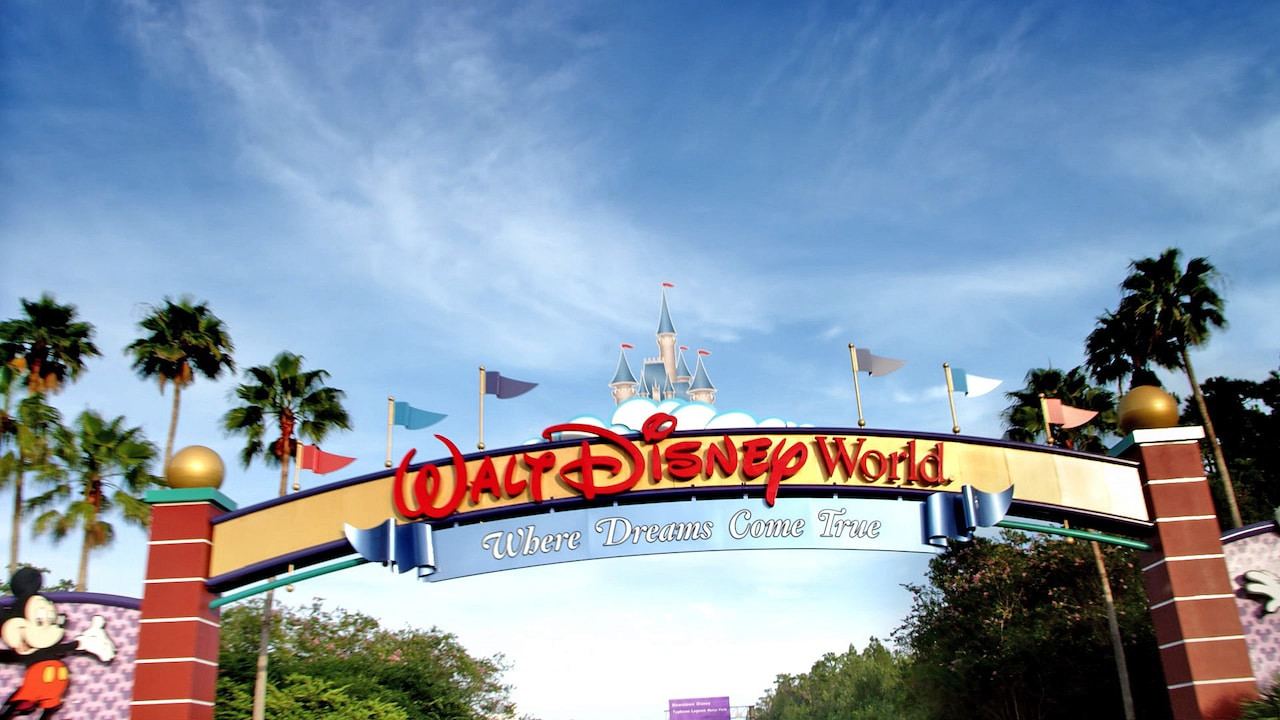 Tour our 4 Theme Parks, 2 Water Parks, more than 20  Walt Disney World Resort hotels and discover a whole world of magic!