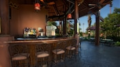 Bar semicircular al aire libre en Maji Pool Bar