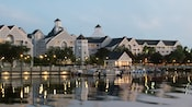 Marina au bord du lac et location d'embarcations marines au Disney's Yacht Club Resort