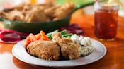 Fried chicken with mashed potatoes, carrots and green beans