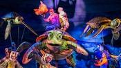 Crush sur la scène FindingNemo – TheMusical, au parc thématique Disney'sAnimalKingdom