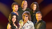 The 6 members of STARSHIP Starring Mickey Thomas posing together