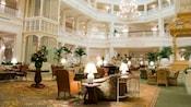 La opulenta sala de estar en el vestíbulo de Disney's Grand Floridian Resort & Spa