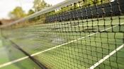 La red de una cancha de tenis, de cerca
