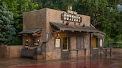 Golden Oak Outpost, a brick quick-service kiosk with counter windows in Frontierland