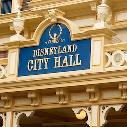 Entrance sign for Disneyland City Hall, home of the Info Center and Guest Relations