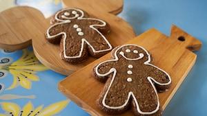 2 gingerbread man cookies