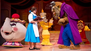 Des personnages emblématiques se produisent en direct durant Beauty and the Beast – Live on Stage au parc Disney's Hollywood Studios