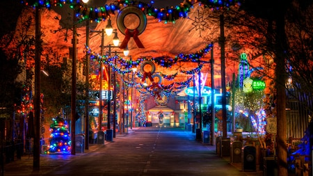 Festive Holidays Christmas Celebration Disneyland Resort - 6 christmas attractions you can visit year round