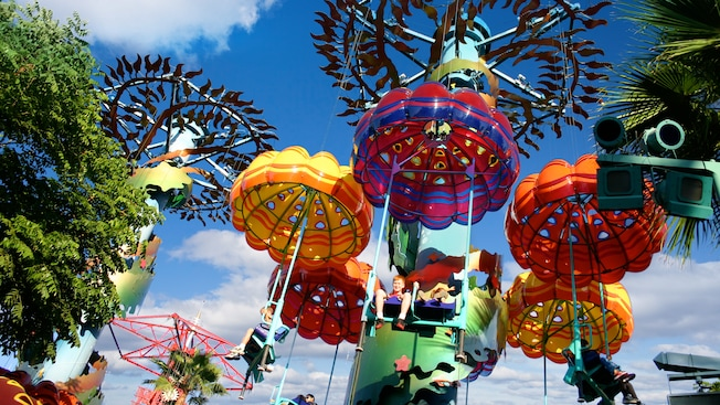 Beneath the whimsical Jumpin Jellyfish parachutes, Guests soar over Paradise Pier