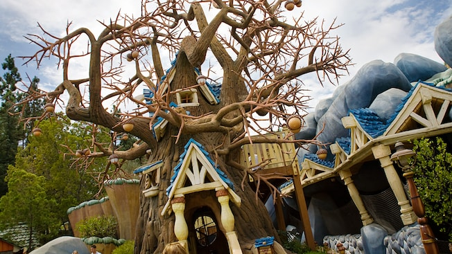 Chip 'n' Dale Treehouse attraction in Toontown at Disneyland Park