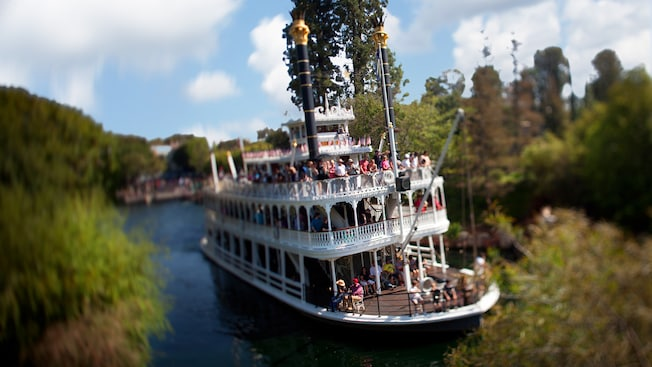 The stately Mark Twain Riverboat on the Rivers of America in Disneyland Park
