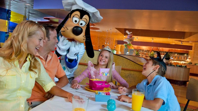 Disneyland Birthday Party At Goofy S Kitchen