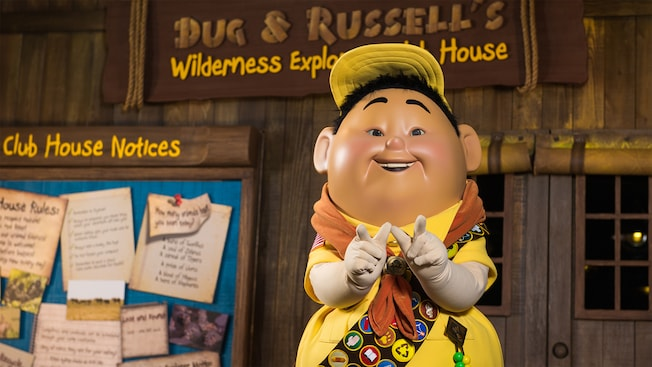 """Russell de la película """"Up"""" de Disney•Pixar espera a los Visitantes en un Encuentro con Personajes en Discovery Island"""