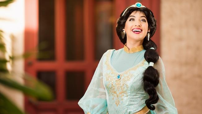 La Princesa Jasmine sonríe