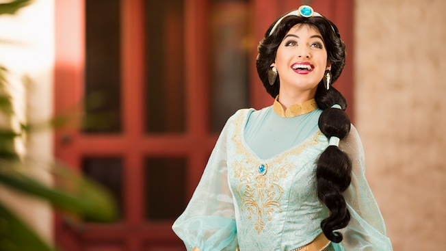 La princesse Jasmine qui sourit