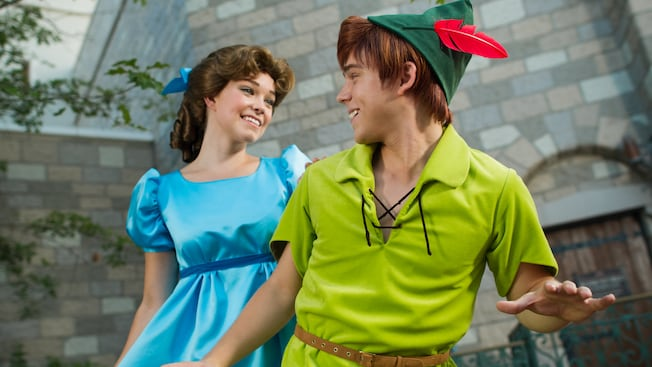 Peter Pan et Wendy aux rencontres avec Peter Pan à Fantasyland, au parc Magic Kingdom