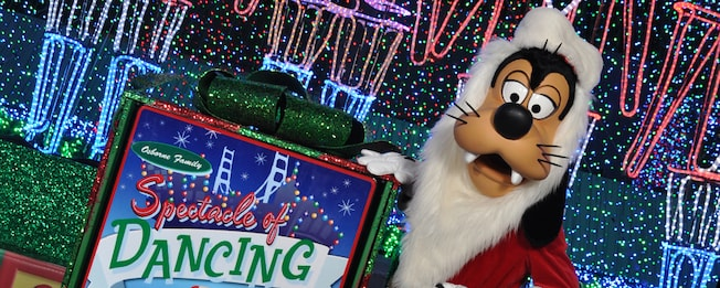 Santa Goofy at The Osborne Family Spectacle of Dancing Lights at Disney's Hollywood Studios