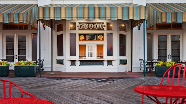 Ventana para llevar de Pizza Window en Disney's BoardWalk