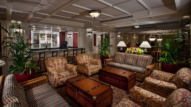 4 upholstered armchairs, 2 steamer trunk 'coffee tables' and 2 sofas at the Belle Vue Lounge
