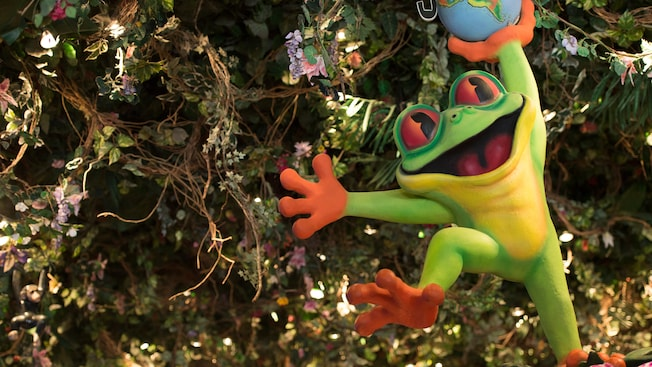 A large, smiling tree frog display welcomes Guests to the Rainforest Café