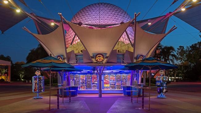 Extérieur de la boutique Pin Central où se trouvent des commerçants de broches Disney dans le parc thématique Epcot