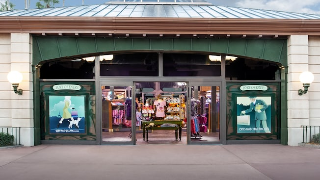 Exterior de la tienda de regalos Port of Entry en World Showcase en Epcot