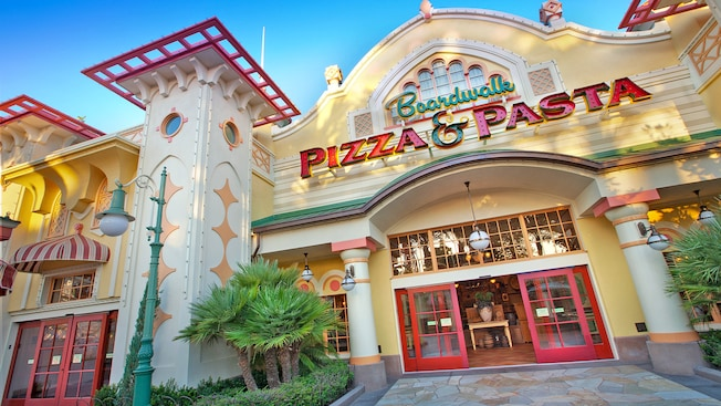 Sign for Boardwalk Pizza and Pasta above the entrance door