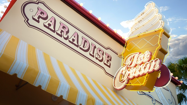 Sign for Paradise Pier Ice Cream