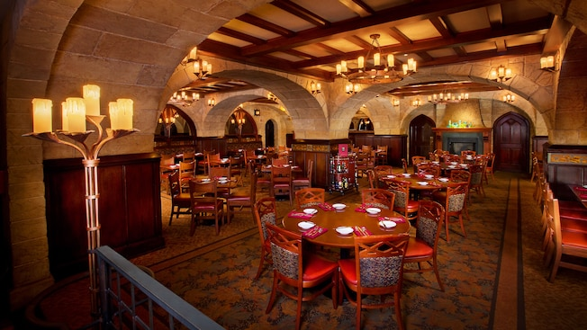 Main dining area of Le Cellier Steakhouse at Epcot