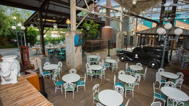 Outside dining area of Backlot Express quick-service restaurant at Disney's Hollywood Studios